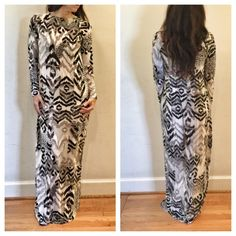 Long maxi stunning maxi dress ONE DAY SALE Long maxi printed dress stunning chic can be worn with belt or loose PLEASE comment on the size you want and allow me to make you a personalized listing Evelynne Dresses Maxi