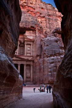 ❥ The ancient city of Petra, Jordan
