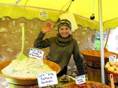 Outdoor market vendor in Eygalieres