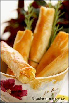 INGREDIENTES: 1 paquete de pasta filo 200 g de queso de cabra fresco cremoso 1 cucharada sopera de miel 1 ramita de romero fresco 5...