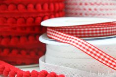 Easy DIY idea - cookies in a jar present #fabric #ribbon