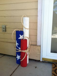 Porch Firecrackers (Pool Noodles instead maybe?) Fence post cut to desired lengths, paint and rope. You will need to drill a inch hole in the top to stick your rope in for the fuse. Americana Crafts, Patriotic Crafts, July Crafts, Summer Crafts, Holiday Crafts, Diy And Crafts, Patriotic Images, Fourth Of July Decor, 4th Of July Decorations