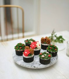 Christmas flower cupcakes work in China.