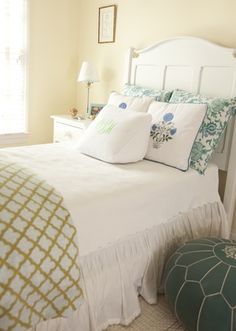 Benjamin Moore Palm Coast Pale (bedroom by Lyall Interiors - McLean Residence - dc metro) (den? Pale Yellow Bathrooms, Pale Yellow Walls, Yellow Paint Colors, Room Paint Colors, Wall Colors, Cream Bedroom Walls, Benjamin Moore, Pretty Bedroom, New Room
