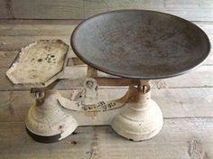 Show details for Nice Retro Kitchen Scales @ www.supervintagedecor.co.uk
