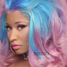 Nicki Minaj & her cotton candy hair! So nice! Nicki Minaj & her cotton candy hair! So nice! Nicki Minaj Hairstyles, Nicki Minja, Cotton Candy Hair, Curly Hair Tips, Rainbow Hair, Celebs, Celebrities, Hair Today, Braid Styles