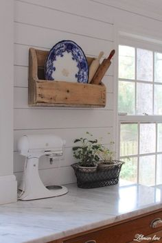 Vintage Farmhouse Decor Farmhouse kitchen - Decorating after Christmas can be tough. Sharing simple ideas of how I keep the winter decor of our farmhouse bright, fresh Farmhouse Bedroom Decor, Country Farmhouse Decor, Farmhouse Style Kitchen, Modern Farmhouse Kitchens, Country Kitchen, Diy Kitchens, Vintage Farmhouse, Vintage Kitchen, Kitchen Shelf Design