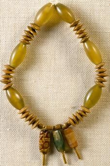 Jade and gold necklace with three pendants in agate and jasper, from Mohenjo-daro, Pakistan. Goldsmith's art, Indus Valley Civilisation, 2nd millennium BC.