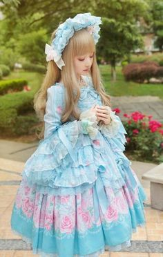 Adorbs lolita! Love the bonnet (人'▽`)