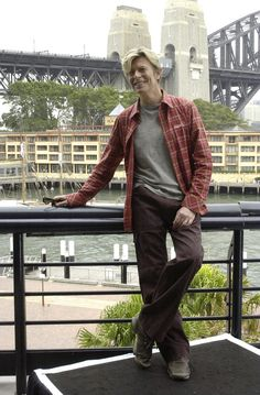 David Bowie all Casual-Like in Australia in 2004