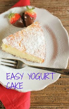 A super easy healthy Greek yogurt cake recipe, delicious and moist, strawberry, blueberry you decide, Greek yogurt or regular yogurt! The perfect summertime dessert. Greek Yogurt Cake, Greek Yogurt Recipes, Desserts With Greek Yogurt, Desserts Sains, Köstliche Desserts, Sweet Recipes, Cake Recipes, Dessert Recipes, Strawberry Blueberry