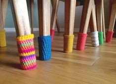Just because these Christmas Chair Socks are made with red and green yarn, doesn't mean they can't be used all year-round! Use any color yarn that matches your dining room decor. This super easy crochet pattern is a clever way to protect your floors. Crochet Gratis, Diy Crochet, Crochet Ideas, Crochet Socks, Simple Crochet, Chair Socks, Knitting Patterns, Crochet Patterns, Confection Au Crochet