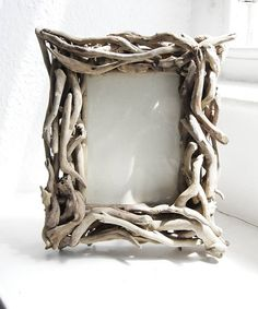 Are you interested in our Driftwood Photo Frame ? With our Driftwood Photo Frame you need look no further. Driftwood Wall Art, Driftwood Projects, Driftwood Ideas, Photo Picture Frames, Wood Creations, Beach Crafts, Diy Frame, Crafty Craft, Decoration