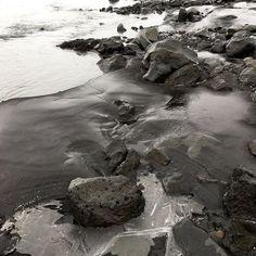 #iceland #icelandtravel #icelandic #ijs #ice #water #zwart #black #lava #zand #keien #skaftárdalur #stenen #rocks #iphone #gesteente #vakantie #holiday #love #bijzonder #rsa_outdoors #rsa_nature #naturelovers #naturephotography #ijsland #ijslandspecialist #ijslandreizen #bijzonder