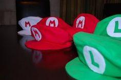 How to make mario & luigi caps - not the simplest tutorial Mario And Luigi Hats, Mario Und Luigi, Mario Bros., Super Mario Costumes, Mario And Luigi Costume, Super Mario Birthday, Mario Birthday Party, 7th Birthday, Mario Kart