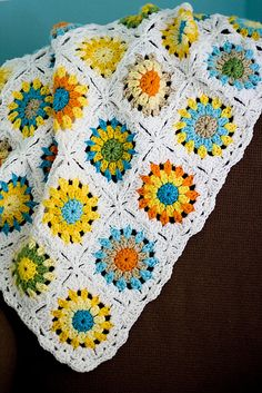 love this, trying to find a sunburst granny square pattern that is similar!