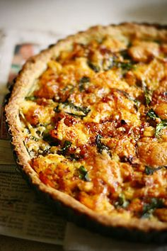 Pumpkin(butternut squash), feta and spinach pizza. I would do without the spinach, but the pumpkin/feta combo is amazing! Pumpkin Recipes, Fall Recipes, Great Recipes, Dinner Recipes, Favorite Recipes, Spinach Tart, Spinach And Feta, Spinach Pizza, Feta Pizza