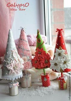 Cute and adorable Pink Christmas Tree Decoration Ideas 22 Diy Christmas Tree, Christmas Makes, Felt Christmas, Christmas Projects, Handmade Christmas, Christmas Holidays, Christmas Decorations, Christmas Ornaments, Christmas Centerpieces