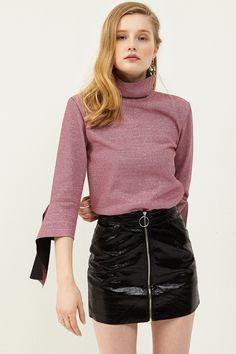 Gwen ShinyZipper Skirt . Discover the latest 2017 #fashion trends online at storets.com  #shinyskirt #blackshinyskirt #zipperskirt