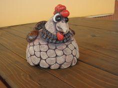 Kvočna / Zboží prodejce Bekyra | Fler.cz Clay Projects, Projects To Try, Ceramic Chicken, Ceramic Animals, Sculpture, Air Dry Clay, Polymer Clay, Birds, Ceramics