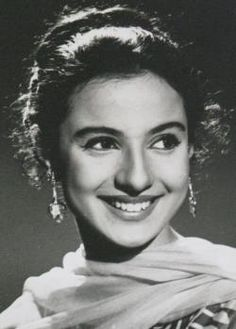Tanuja- a pretty actress. Mother of kajol devgan. Sister of actress nutan- who was a lot more famous and more beautiful. (My opinion) Tanuja was also pretty and a great actress. Bollywood Cinema, Bollywood Photos, Bollywood Stars, Vintage Bollywood, Beautiful Bollywood Actress, Most Beautiful Indian Actress, Prettiest Actresses, Beautiful Actresses, Indian Celebrities