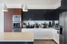 71 Mesmerizing Examples Of Black and White Wood Kitchen Small White Kitchens, Brown Kitchens, Luxury Kitchen Design, Contemporary Kitchen Design, Two Tone Kitchen Cabinets, Kitchen Designs Photos, Kitchen Photos, Kitchen Wallpaper, Backsplash Wallpaper