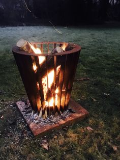 Fire baskets along with some fire pits Metal Projects, Welding Projects, Outdoor Projects, Outdoor Fire, Outdoor Living, Outdoor Decor, Fire Basket, Cnc Plasma, Fire Bowls
