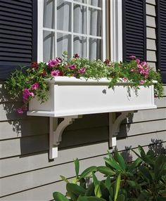 Brentwood Kit Window Box adds charm and sophistication with handcrafted quality | Walpole Outdoors