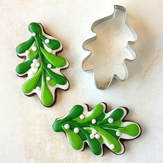 Amazon.com: Oak Leaf / Holly Leaf Cookie Cutter - 4.13 Inch - Ann Clark - US Tin Plated Steel: Kitchen & Dining