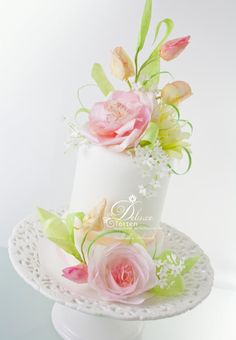Wafer paper flowers - Cake by Milla