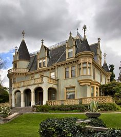 Kimberly Crest House Victorian Architecture, Beautiful Architecture, Beautiful Buildings, Beautiful Homes, Classical Architecture, Victorian Style Homes, Victorian Houses, Victorian Interiors, Old Mansions