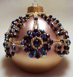 Christmas Ornament Black and Gold Cover: Beading Tutorial