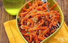 Салата от моркови с ядки, магданоз и лимонов дресинг