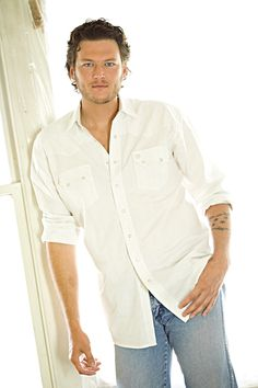 Blake Shelton....nice tall glass of southern water