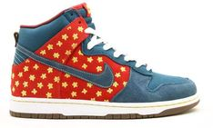 NEW Nike Dunk SB Quagmire family guy navy blue retro og classic dunks yellow 10 Rare Sneakers, Classic Sneakers, Custom Sneakers, Best Nike Running Shoes, Nike Shoes, Sneakers Nike, Nike Sb Dunks, Nike Air Huarache, Nike Basketball