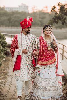 Indian Bridal Photos, Indian Bridal Outfits, Indian Bridal Wear, Indian Designer Outfits, Designer Wedding Dresses, Beautiful Bridal Dresses, Beautiful Dress Designs, Couple Wedding Dress, Wedding Shoot