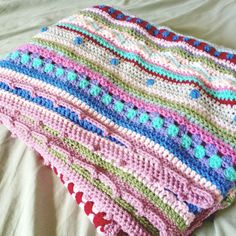 as we go stripey blanket. free crochet pattern with tutorial with loads of photos.