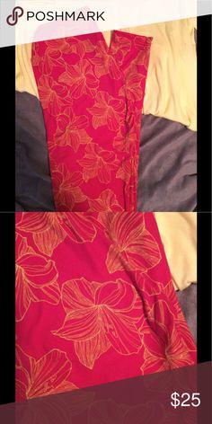 BNWT OS LuLaRoe Leggings. Hot pink with yellow flowers. Beautiful for summer, fold them under to make them capris. LuLaRoe Pants Leggings