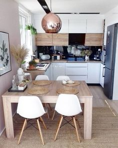Home Remodel Living Room Fabulous Small Apartment Kitchen Decoration Ideas.Home Remodel Living Room Fabulous Small Apartment Kitchen Decoration Ideas Small Kitchen Tables, Small Apartment Kitchen, Small Dining, Home Decor Kitchen, Kitchen Interior, Kitchen Dining, Kitchen Ideas, Dining Table, Kitchen Island