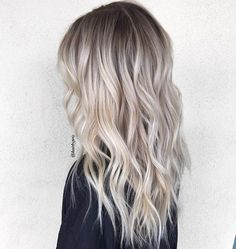 HAIR TRENDS | Lived In Creamy Ash Blonde Root Stretch with Shattered Layered Ends | For more hair inspo visit www.dontsweatthestewardess.com