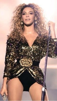 Beyoncé Is The  First Woman  In History To  Headline Glastonbury Main Stage & Still Is The Only Woman To  2011