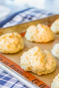How to Make Drop Biscuits by /fifteenspatulas/. Yum!