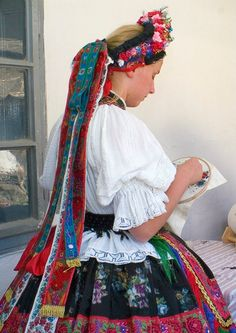 Sárközi Népviselet - Dunántúl Costumes Around The World, Hungarian Embroidery, Folk Dance, Sheer Beauty, Folk Costume, Ethnic Fashion, Traditional Dresses, Ukraine, Embroidery Patterns