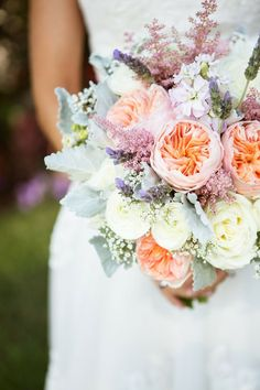 Eine Braut ist nicht komplett ohne einen funkelnden BlumenStrauß <3