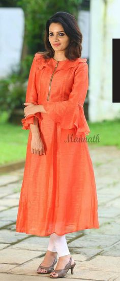 Low Cost Children S Clothing New Kurti Designs, Simple Kurti Designs, Sari Blouse Designs, Kurta Designs Women, Salwar Designs, Designs For Dresses, Feeding Dresses, Sewing Clothes Women, Indian Designer Outfits