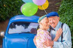 Casal do ES faz ensaio fotográfico para comemorar união de 69 anos  Um casal de Vitória (ES) fez um ensaio fotográfico repleto de sorrisos olhares e companheirismo para marcar os 69 anos de casamento.