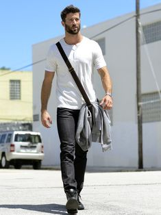 Lawrence Sikorski (LMM - Loving Male Models) : Casual tee with black boots. Tee fit is on point. Jean fit is pretty good as well. Narrow through the lower leg but not skinny. Mode Masculine, Sharp Dressed Man, Well Dressed, Fashion Moda, Mens Fashion, Fashion Trends, Beard Fashion, Fashion News, Stylish Men