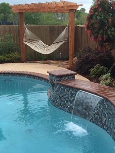 43 Relaxing Backyard Hammock Decor Ideas That Will Transform Your Decor - When we think of different ways of relaxation, my mind conjures up a picture of a person resting on a hammock secured between two trees on a beach sho. Backyard Hammock, Backyard Pool Landscaping, Backyard Pool Designs, Swimming Pools Backyard, Hammock Ideas, Pool Remodel, Image Nature, Backyard Paradise, Cool Pools