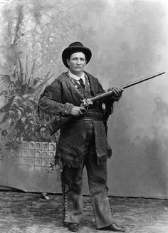 Martha Jane Cannary, known as Calamity Jane was a notorious American frontier woman in the days of the Wild West. As unconventional and wild as the territory she roamed, she has become a legend Calamity Jane, Gangsters, Kings & Queens, Old West Photos, Old Time Photos, Into The West, Le Far West, Mountain Man, Interesting History