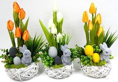 Easter Flower Arrangements, Easter Flowers, Floral Arrangements, Easter Gift, Easter Crafts, Disney Diy Crafts, Easter Table Decorations, Christmas Mason Jars, Arte Floral